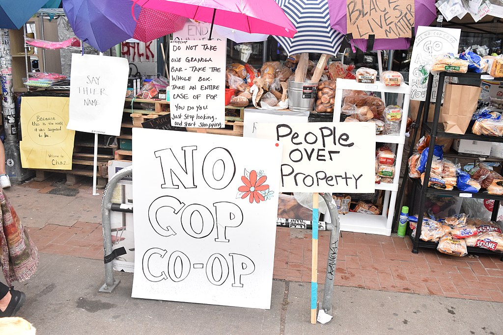 1024px-The_'No_Cop_Co-Op'_in_CHAZ